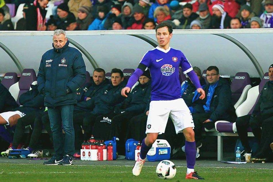 Trainer Pavel Dotchev kommt - im Gegensatz zu Saisonbeginn - nicht mehr an ihm vorbei.
