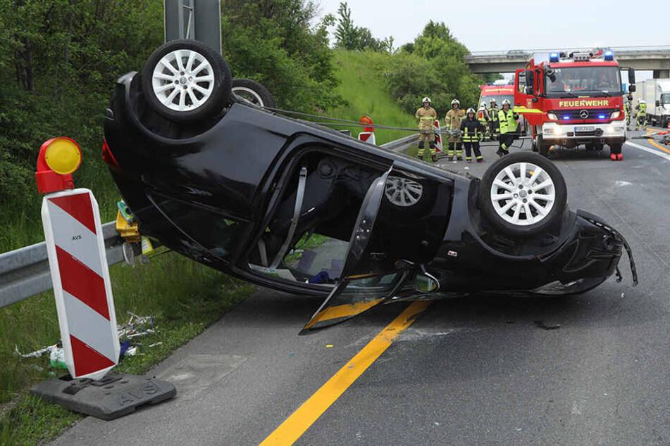 Der Opel landete auf dem Dach.