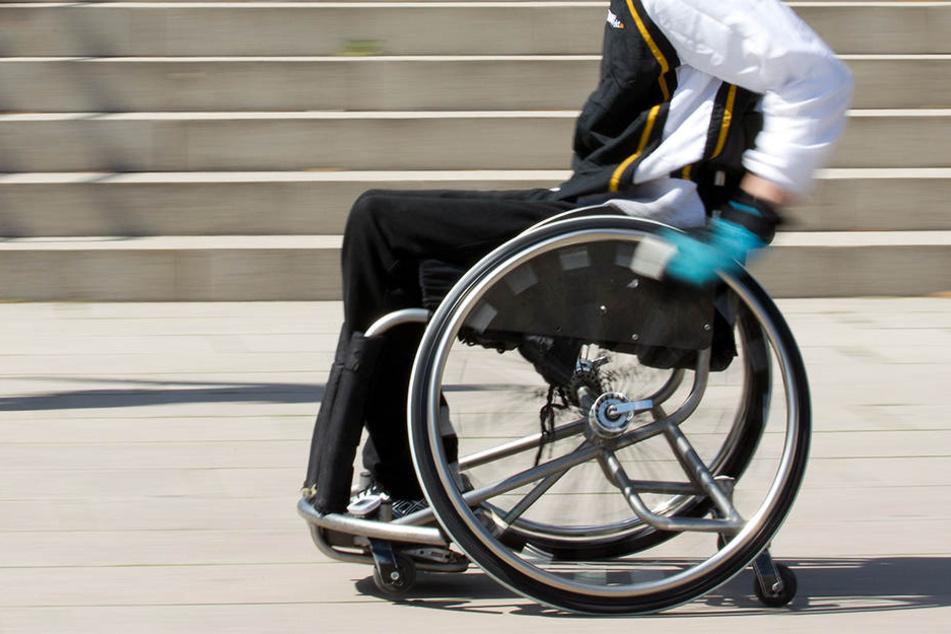 Wer weiß, wie der Rollstuhlfahrer verunglückt ist? (Symbolbild)