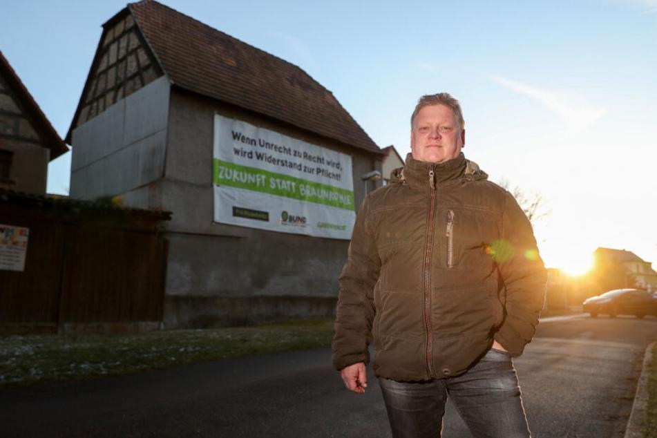 """Jens Hausner, Landwirt, Einwohner und Sprecher der Bürgerinitiative """"Pro Pödelwitz"""". Für eine mögliche Erweiterung des Tagebaus Vereinigtes Schleenhain ab 2040 müsste das Dorf weichen."""