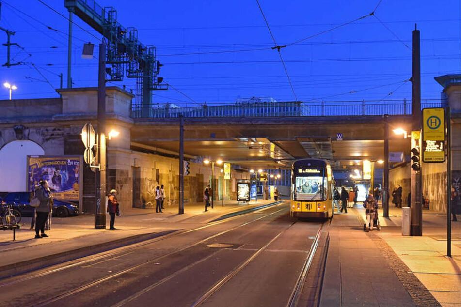 Am Samstagabend kam es bei der Haltestelle Bahnhof Mitte zu einer Raubstraftat. (Symbolbild)