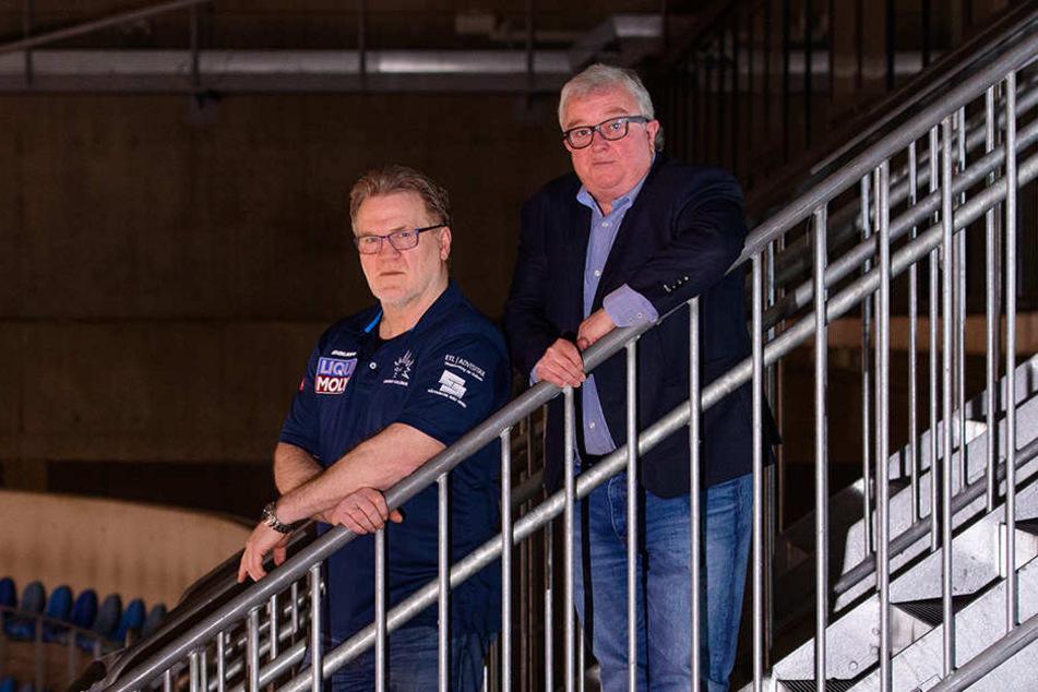 Eislöwen-Geschäftsführer Volker Schnabel (r.) steht weiter hinter Coach Volker Schnabel. Zusammen wollen sie den Umbruch meistern.
