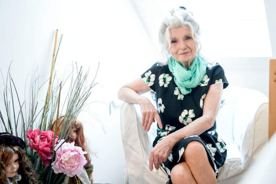 """Zum Geburtstag bekam Helga Piur (80) einen Gastauftritt bei """"In aller Freundschaft"""" geschenkt."""
