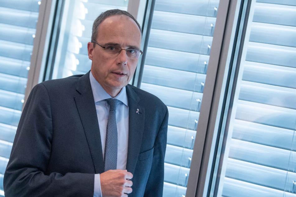 """Der hessische Innenminister Peter Beuth (CDU, 51) fordert ein Vorgehen """"mit harter Hand"""". (Archivbild)"""