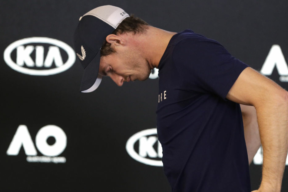 Mit gesenktem Kopf verlässt die Nummer eins der Welt, Andy Murray, das Podium bei den Australian Open. Womöglich wird es bereits sein letztes Turnier.