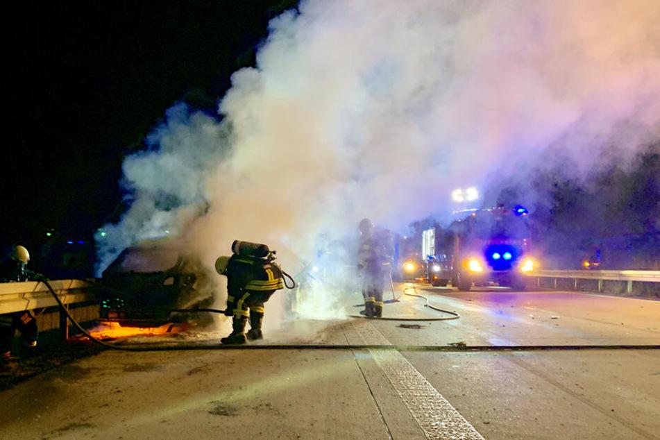 Hyundai brennt nach Auffahrunfall auf A17 komplett aus