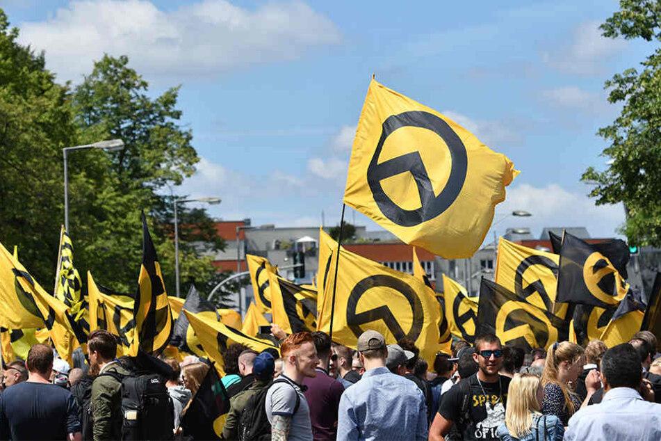 "Am Sonnabend marschierten hunderte Anhänger der ""Identitären Bewegung durch Berlin."