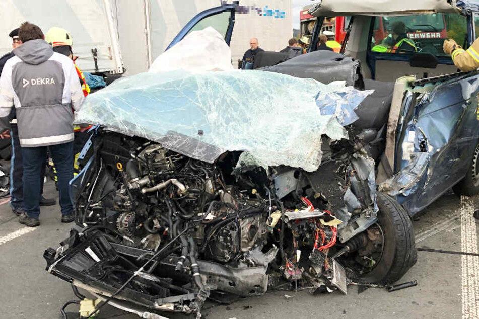 Eine 62 Jahre alte Frau ist bei einem Unfall auf der B289 ums Leben gekommen.