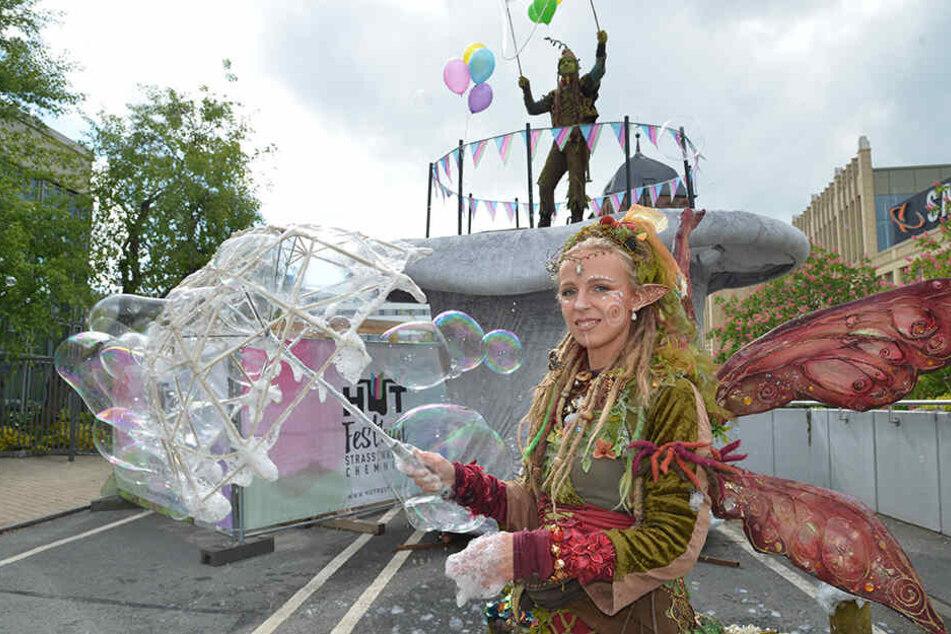 """""""Elfe Sorgenfrei"""" und """"Troll Trolly"""" sind nur zwei von insgesamt über 300 Künstlern des diesjährigen Hutfestivals."""