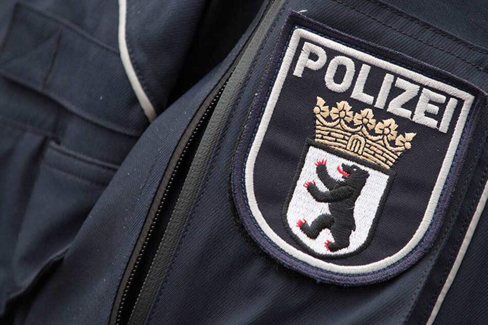 Den Mann, den die beiden Männer rassistisch beleidigt hatten, trafen die Polizisten am Tatort nicht mehr an. (Symbolbild)