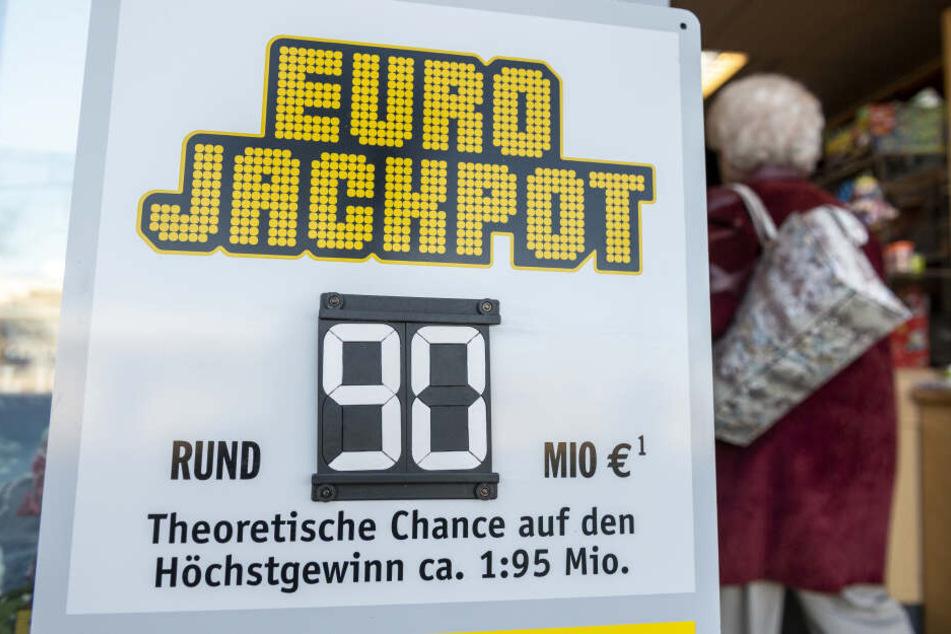 90 Millionen im Eurojackpot geknackt, doch vom Glückspilz fehlt jede Spur