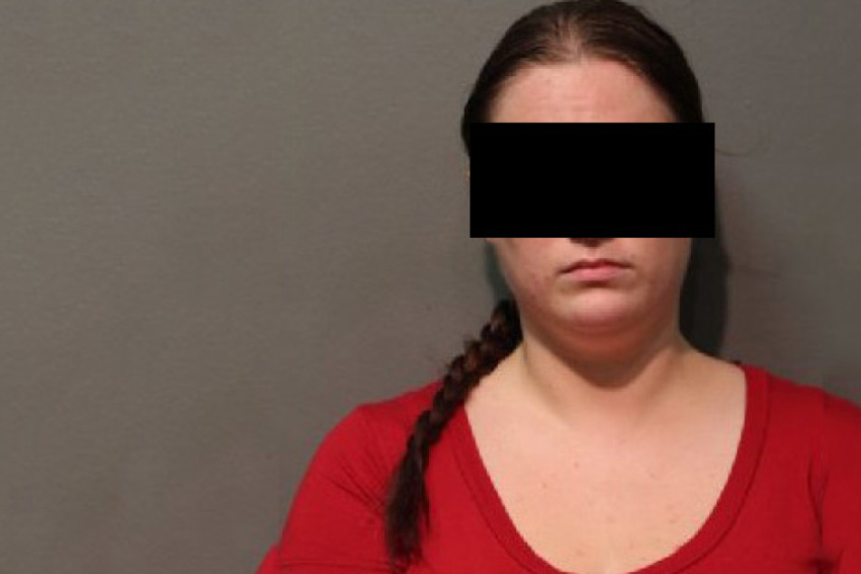June Kendall vernaschte gleich zwei ihrer minderjährigen Schuljungen - und das auch noch im Klassenzimmer.
