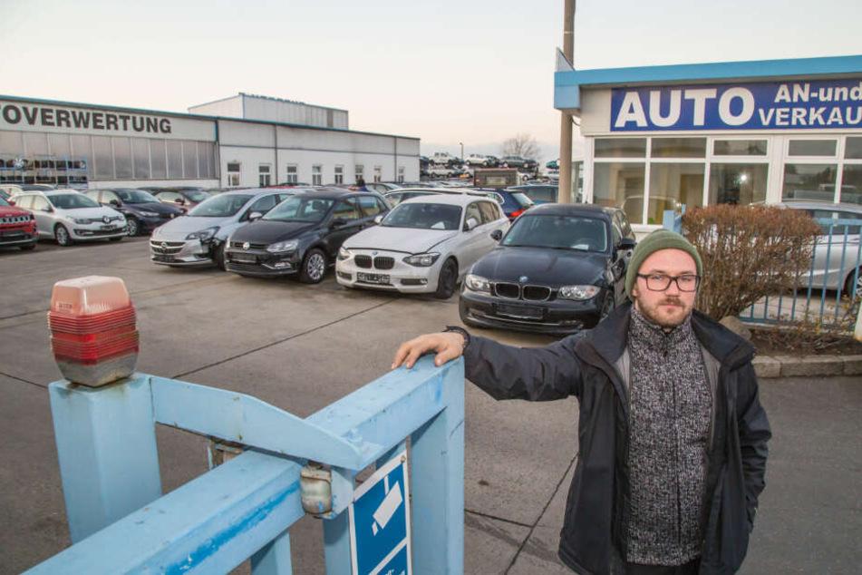Vermisst vier seiner Fahrzeuge: Autohändler Maximilian Sonntag (27) ist richtig sauer über den dreisten Wagenklau.