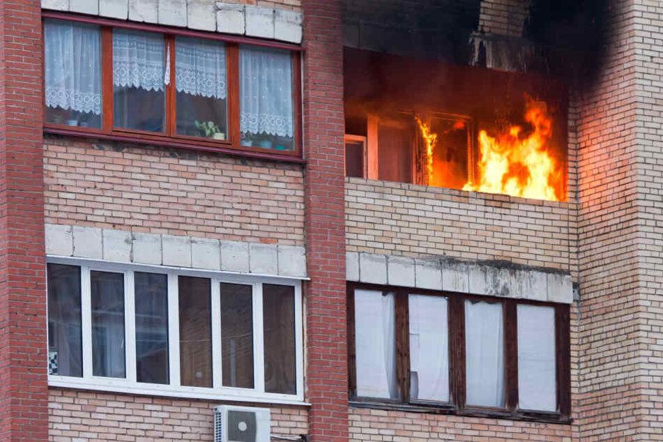 Der Brand nahm seinen Ursprung vermutlich auf dem Balkon der Offenbacher Wohnung (Symbolbild).