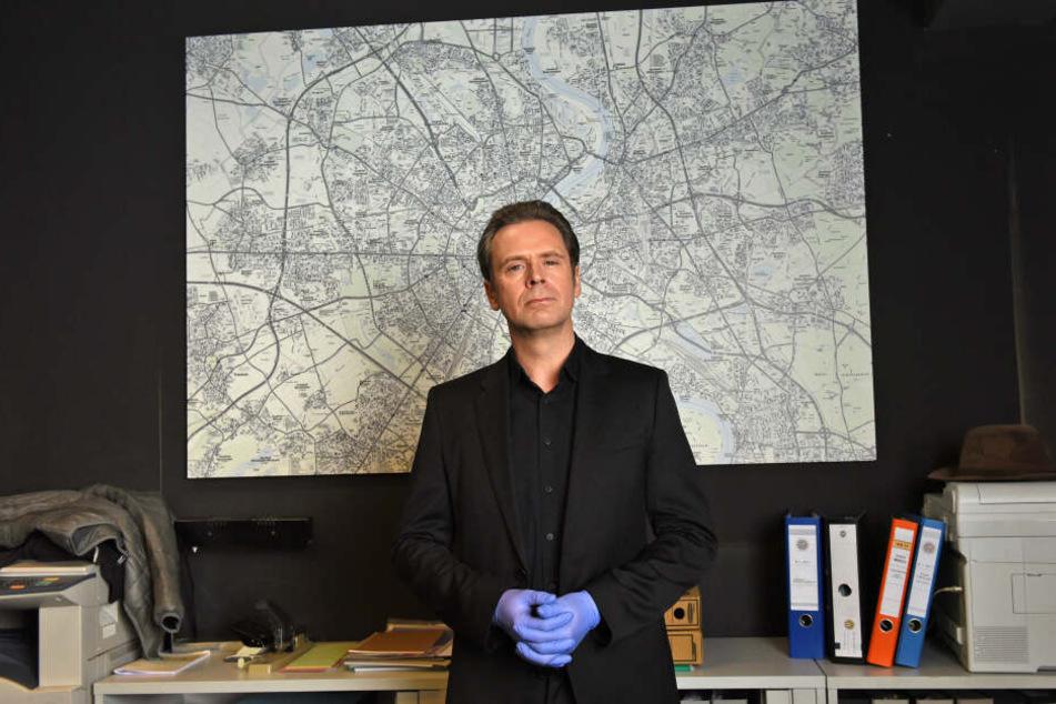 Matthias Matschke spielt Professor T. alias Jasper Thalheim. Ein genialer und selbstverliebter Kölner Professor.