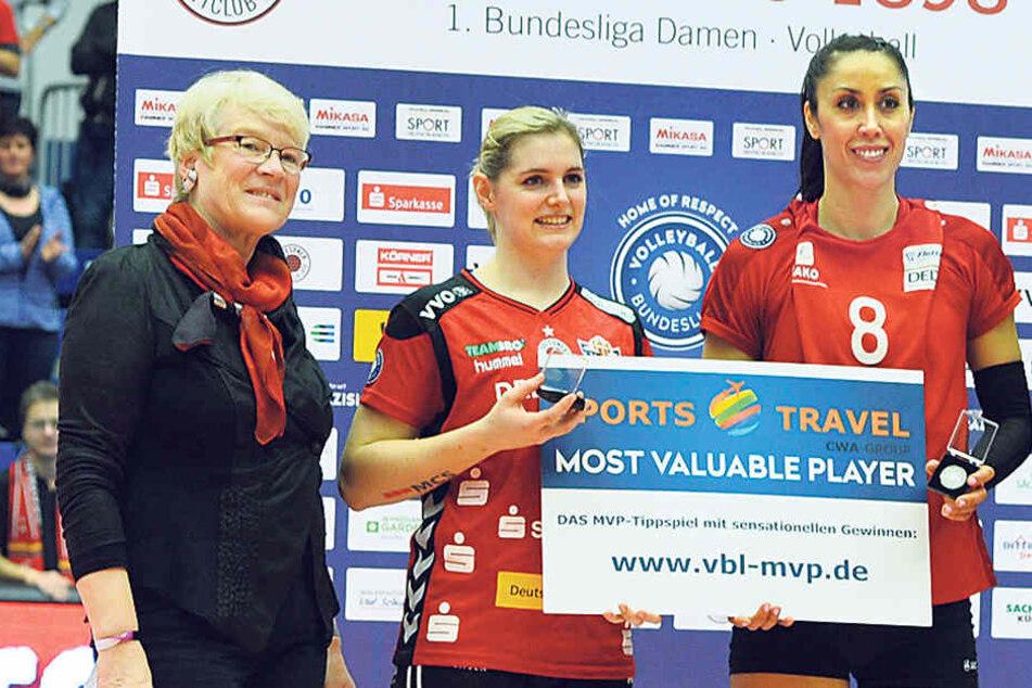 Als wertvollste Spielerinnen wurden Valerie Courtois (M.) und Vilsbiburgs Ruth Keao A. Burdine ausgezeichnet.