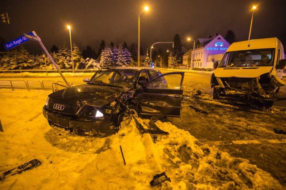 Bei dem Crash in Freiberg sind am Mittwochabend drei Personen verletzt worden.