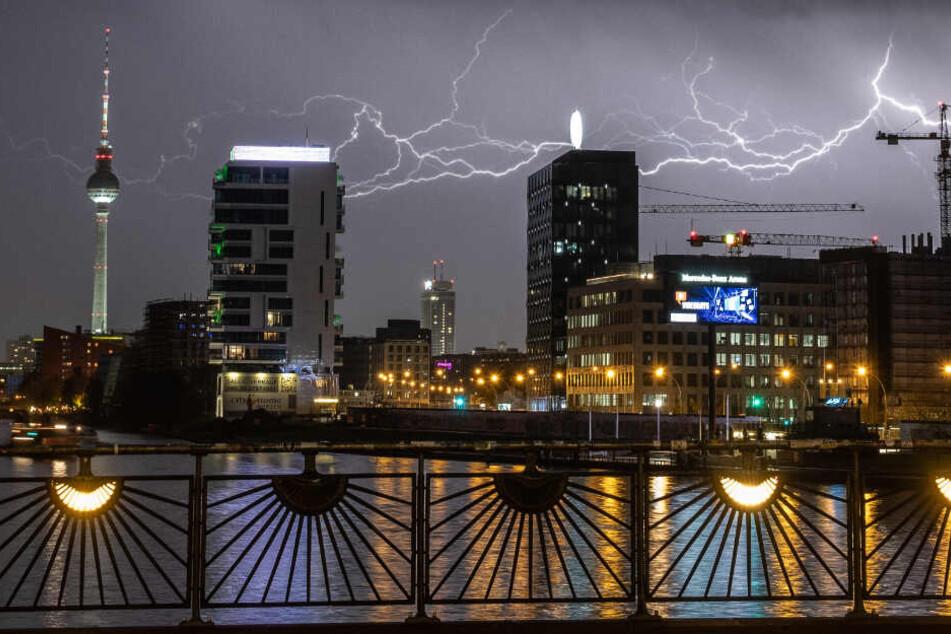 In Berlin kam es zu sehenswerten Blitzen während der Gewitternächte.