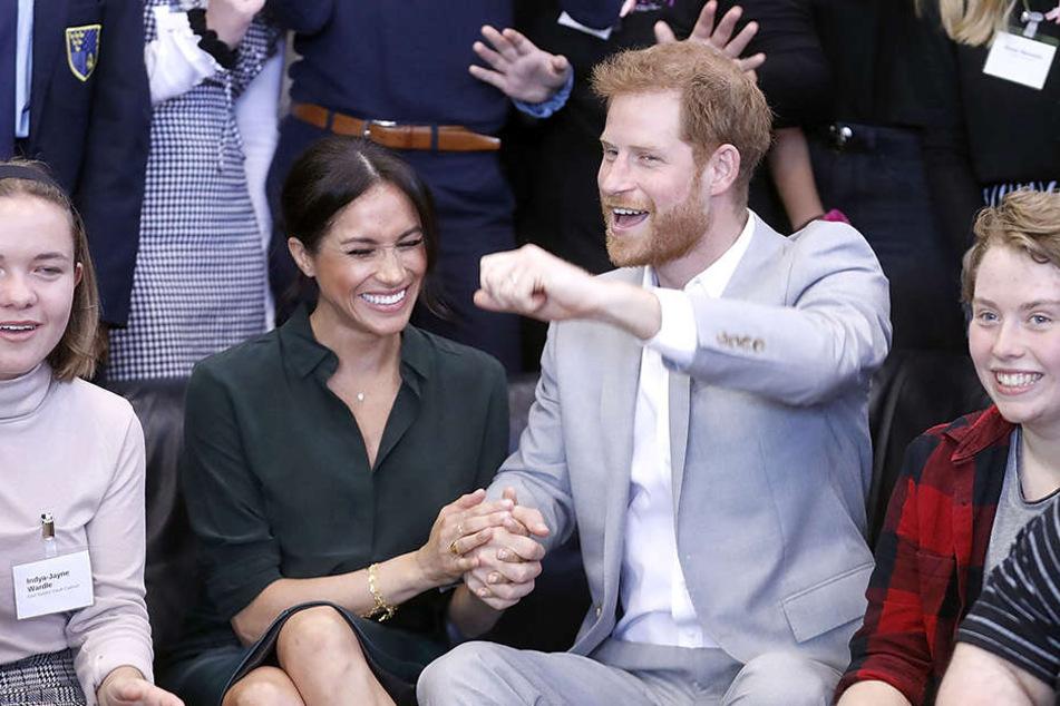 Seit Mai sind Harry und Meghan verheiratet - und haben noch immer gut lachen.