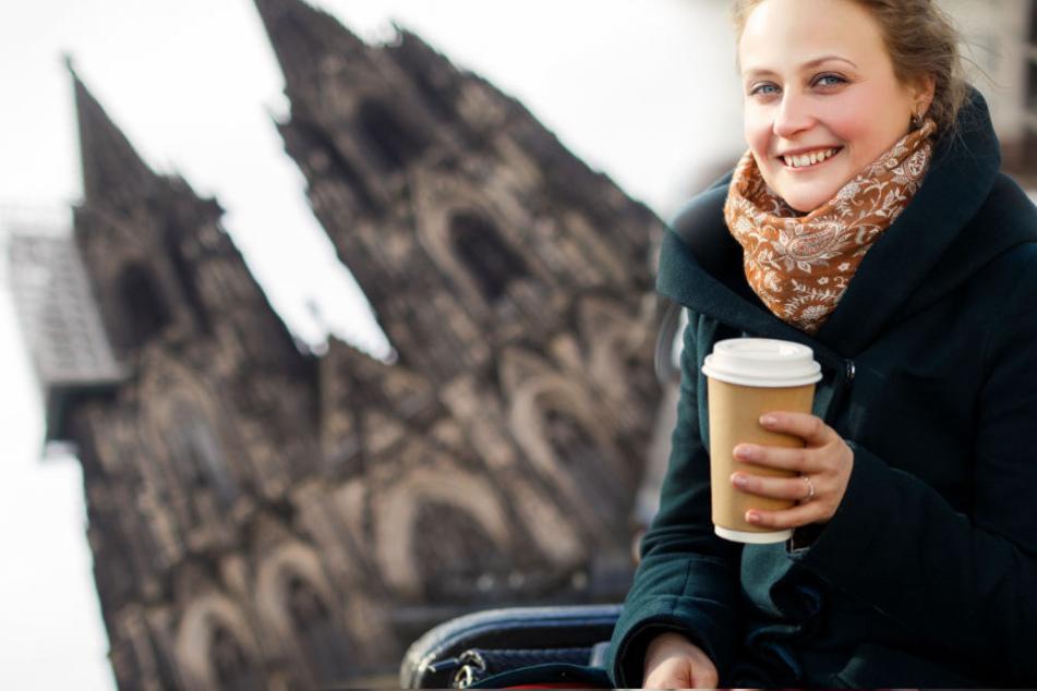 180.000 Einwegbecher fallen täglich in Köln an. Besser wären Mehrweg-Becher, die sich wieder verwenden lassen. (Symbolbild)