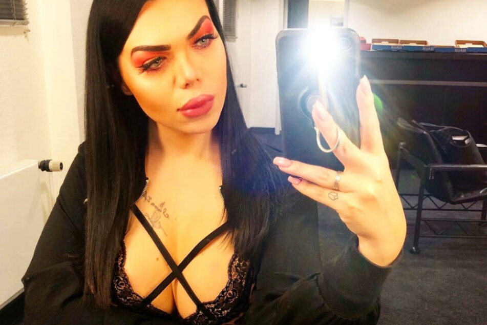 Üblicherweise präsentiert sich Mademoiselle Nicolette auf Instagram als sexy Erscheinung.