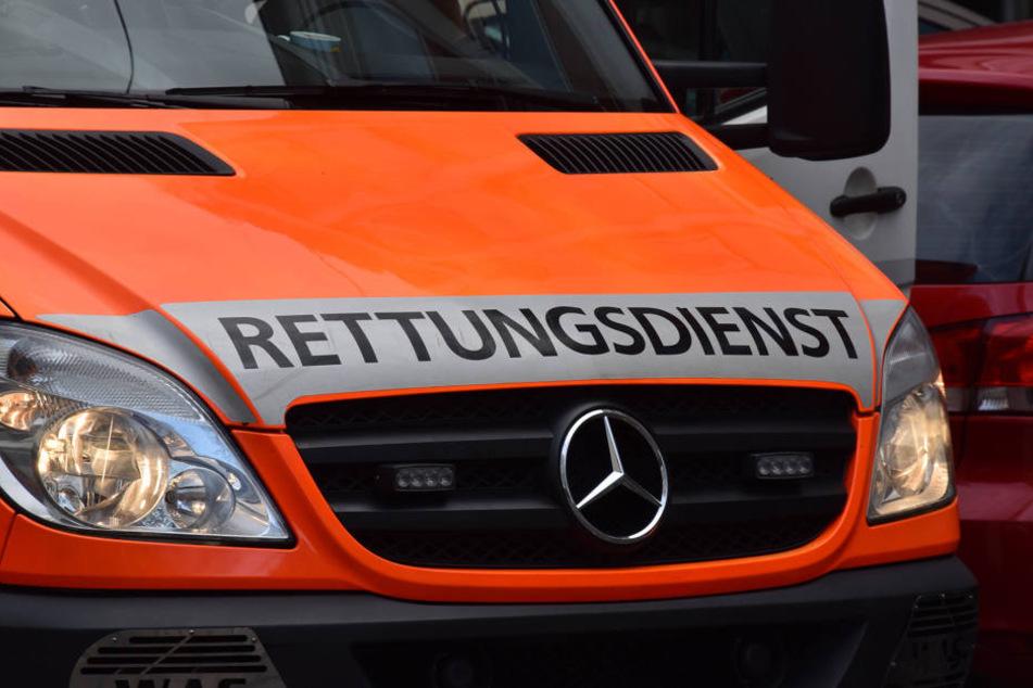 Schrecklicher Unfall im Ruhrgebiet: Ein Rettungswagen erfasste einen 54-jährigen Mann - er verstarb noch vor Ort.