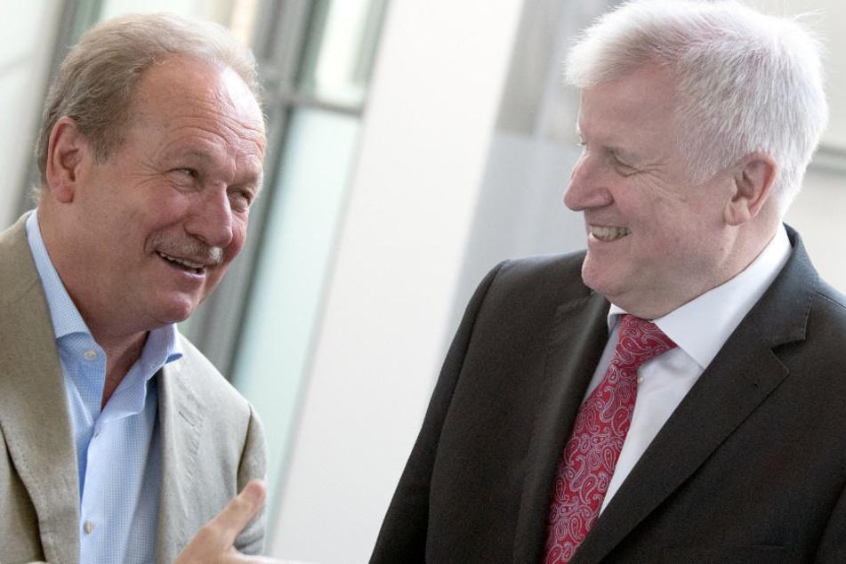 Verdi-Vorsitzender Frank Bsirske und Horst Seehofer bei der dritten Verhandlungsrunde im Tarifstreit für den öffentlichen Dienst.