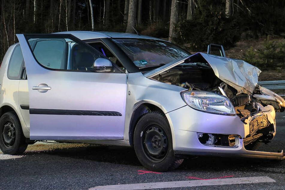 Die Fahrerin des Skodas kam verletzt ins Krankenhaus.