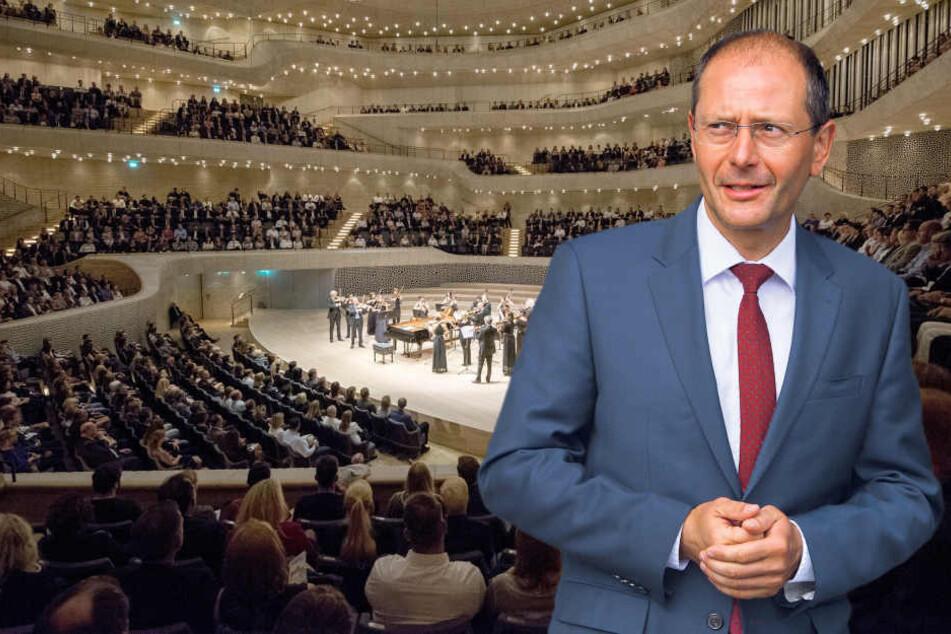 Etwa 1000 G20-Polizisten kamen zum Sonderkonzert in die  Elbphilharmonie. Innenminister Markus Ulbig (53, CDU) verbot Sachsens Beamten den Besuch  des Konzertes.