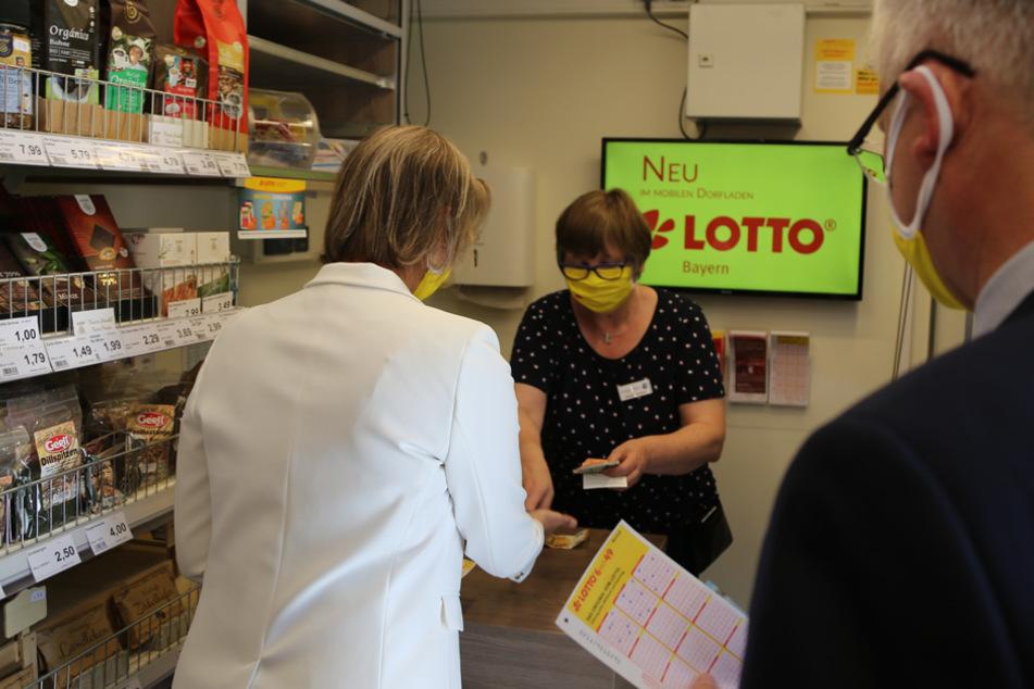 Das gabs noch nie: Mobiler Dorfladen wird zur rollenden Lotto-Bude