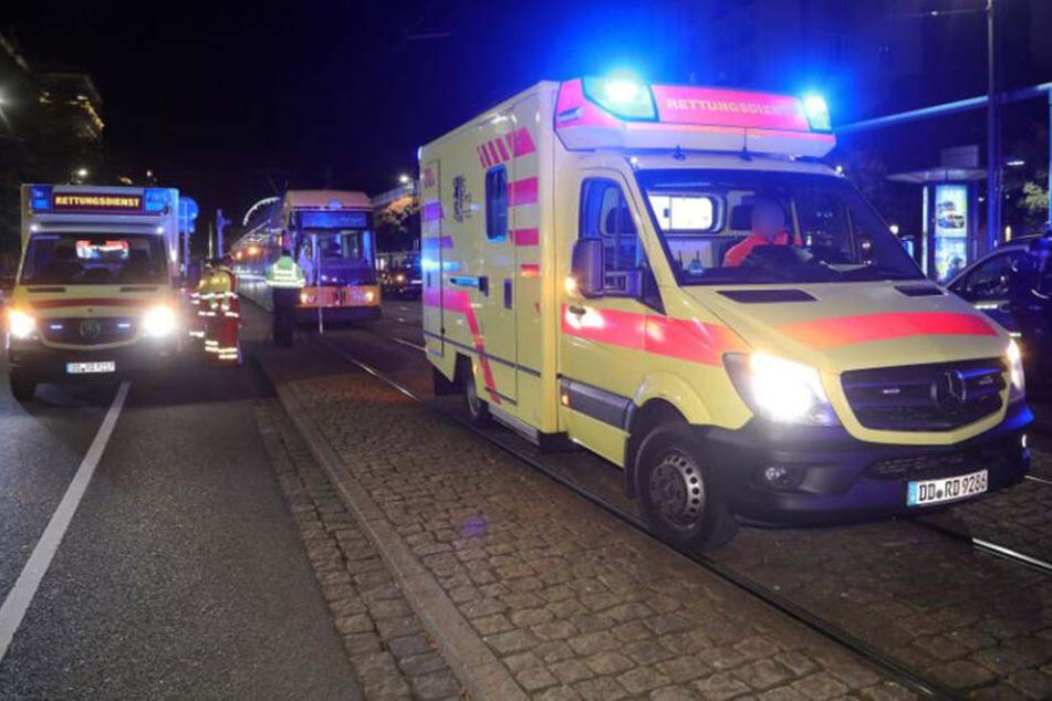 Die beiden Männer wurden schwer verletzt in ein Krankenhaus gebracht.