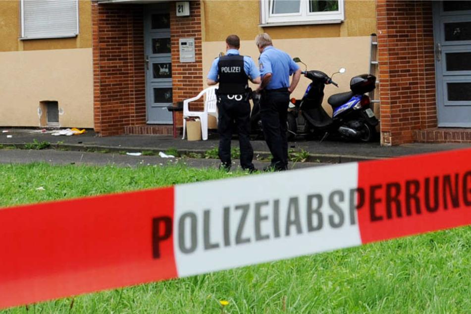 Die Polizei ermittelt wegen des Verdachts eines versuchten Tötungsdelikts (Symbolbild).