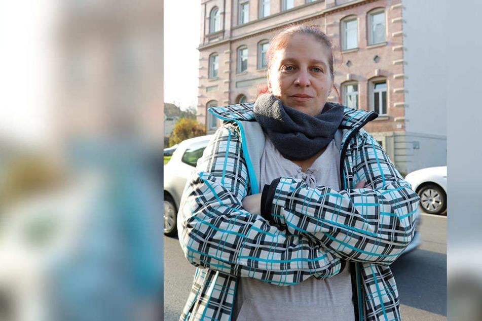Anwohnerin Jacqueline Kalinowski (35) fand die Glas-Attacke gefährlich.