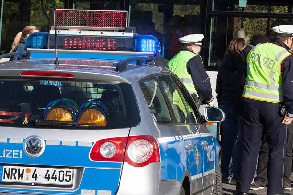 Die Polizei muss im Minutentakt Unfälle in ganz NRW aufnehmen. Einige mit tödlichem Ende (Symbolbild).