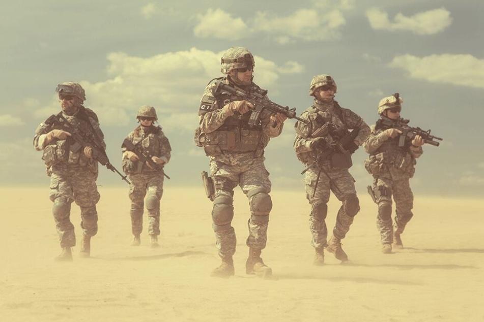 Auch in heißen und trockenen Wüsten müssen junge Reservisten das Überleben erlernen.