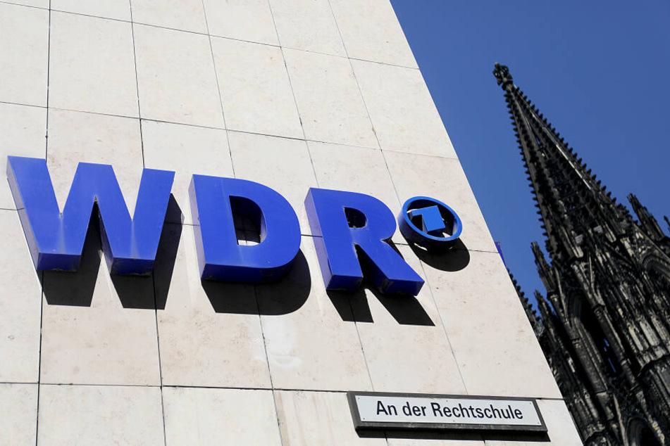 Das Funkhaus des WDR in Köln, im Hintergrund der Dom.