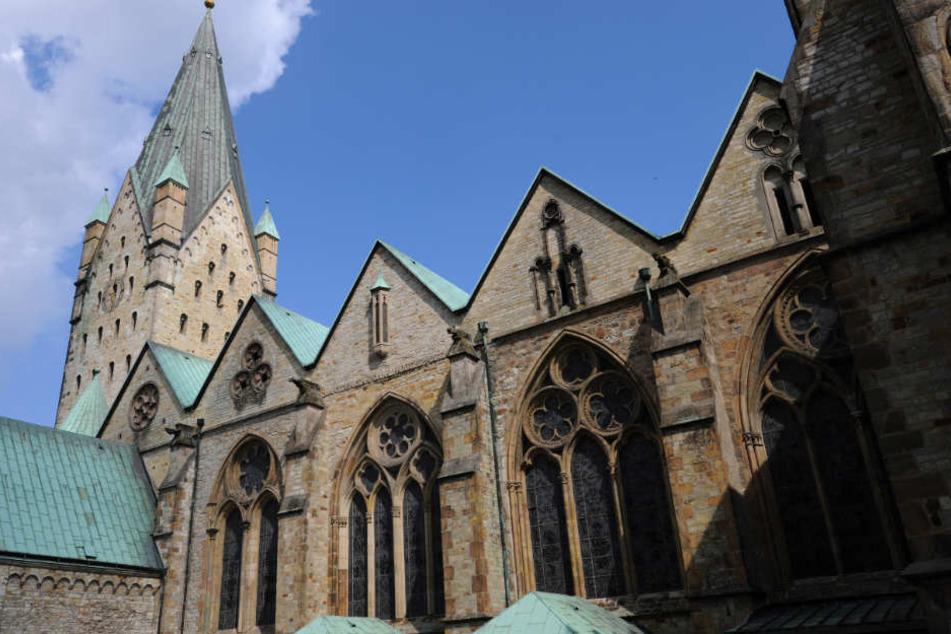 Das Erzbistum Paderborn hat erstmals die Finanzen für den Unterhalt und Betrieb seiner Bischofskirche veröffentlicht.