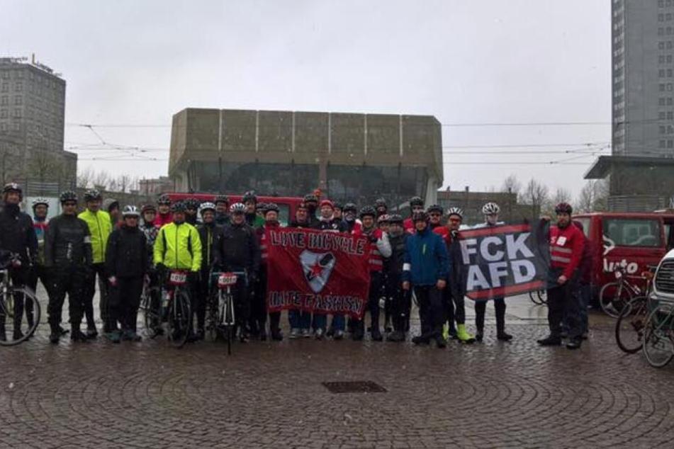 40 Freizeit-Radsportler haben am Wochenende mit einer Radtour von Leipzig nach Chemnitz und zurück für ein friedliches Miteinander demonstriert.