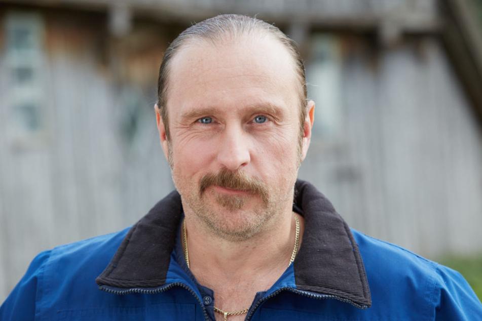 Heiko Schotte (Bjarne Mädel) muss in der Serie Tatortreiniger blutige Sauereien wegputzen.