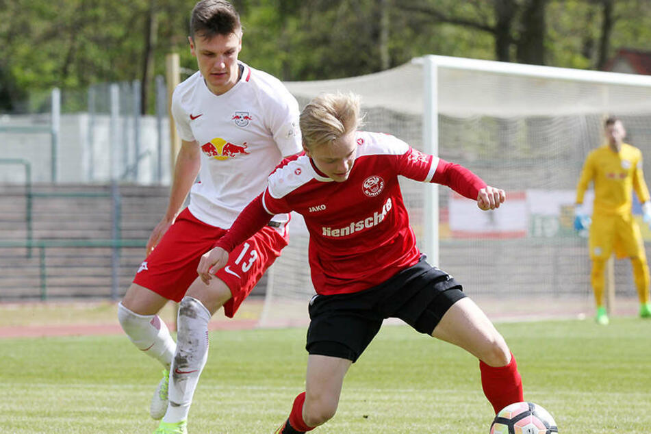 Gino Fechner (l.) hat mit dem 1. FC Kaiserslautern einen neuen Verein gefunden, bei dem er einen Dreijahres-Vertrag unterschrieben haben soll.