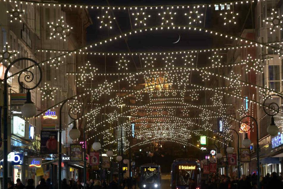 Die Weihnachtsbeleuchtung in Kassel besteht ausschließlich aus stromsparenden LEDs.