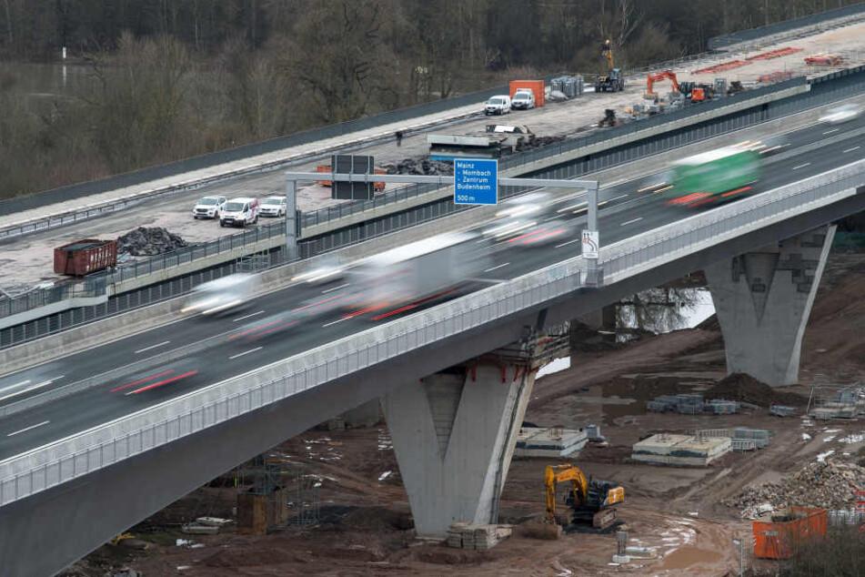 Die Schiersteiner Brücke ist die Rhein-Überquerung zwischen Mainz und Wiesbaden. (Symbolbild)