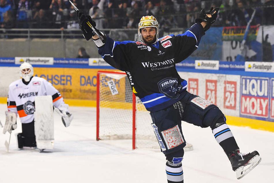 Jordan Knackstedt ließ mit seinem Treffer am Dienstagabend die Eislöwen-Fans nochmal auf einen Sieg gegen Frankfurt hoffen, am Ende reichte es nicht. Der Kanadier war das Gehirn des Teams, machte 98 Punkte und es wäre wichtig, wenn er ein Dresdner bleibt.