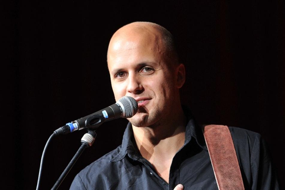 Der Singer und Songwriter Milow tritt auf einer der acht Festbühnen auf.