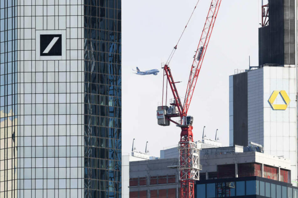 Keine Fusion: Deutsche Bank (l.) und Commerzbank bleiben beide eigenständig.