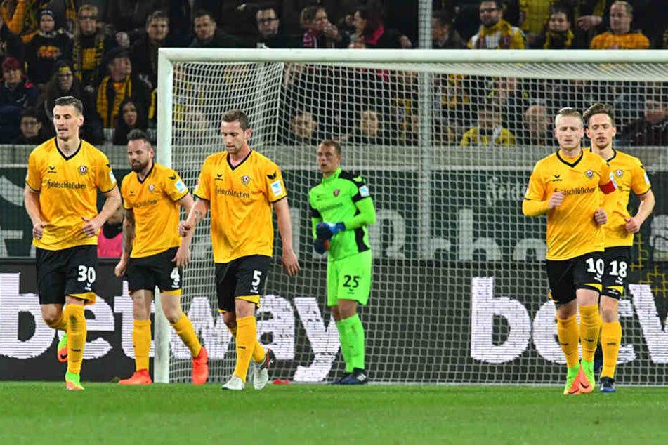 Lange Gesichter bei Dynamo: Im eigenen Stadion konnten sie dieses Jahr noch nicht siegen.