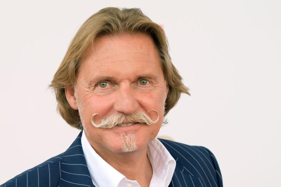 Rechtsanwalt Ingo Lenßen wurde durch TV-Gerichtssendungen bekannt. Und durch seinen markanten Schauzbart.