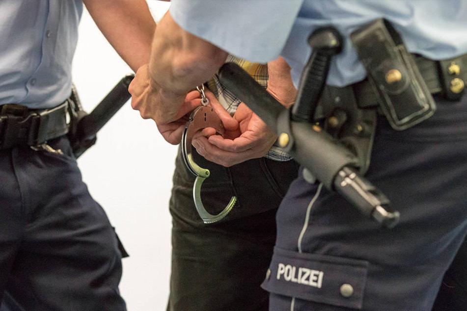 23-Jähriger greift Polizisten bei Festnahme an: Schwer verletzt