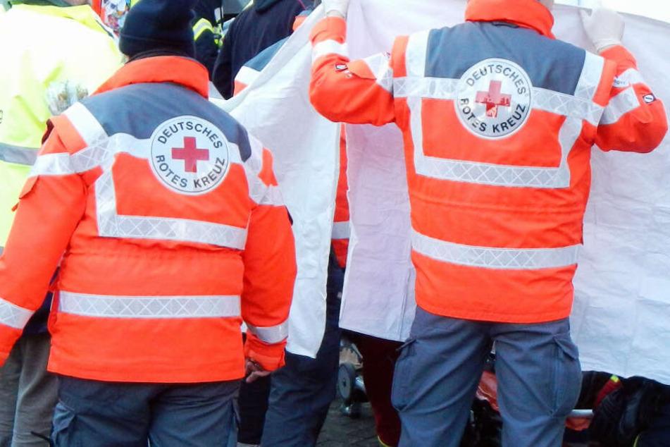 Die Rettungskräfte konnten dem Sprinter-Fahrer nicht mehr helfen (Symbolbild).