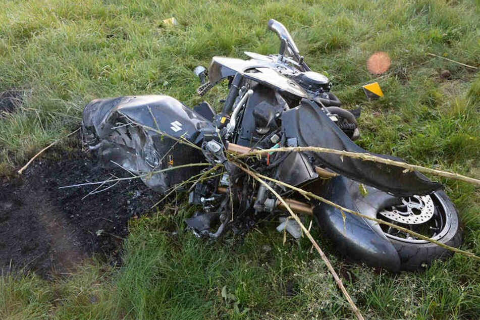 Der 50-jährige Biker hat den Unfall nicht überleben können.